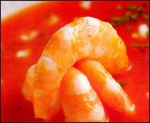 Sopa fría de tomate con bogavante y habitas verdes