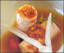 Biscuit helado de fresas con infusión de sésamo tostado