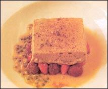 Suave y tibio de café con frutos rojos de Sant Pol, maracuyá y toffe