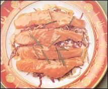 Ensalada de achicoria y salmón con vinagreta de café