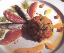 Salmonetes y boquerones marinados sobre alboronia