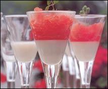 Granizado salado de tomate con orégano fresco y manjar blanco