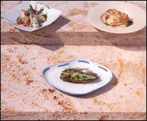 Pequeña coca de aguacate, anchoa y cebolla tierna al vinagre de Módena