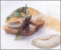 Rodaballo con espárragos, chipirones y puré de apio a la vinagreta de foie-gras
