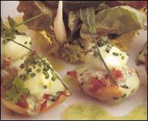 Sepiolas con confitura de tomate y huevos de codorniz