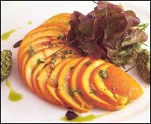 Ensalada de oronjas y pistachos tiernos