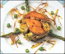 Corona de alcachofas con foie fresco y puerro crujiente