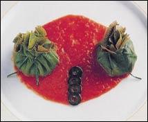 Bolsa de borraja con berenjena y lechecillas de ternasco sobre compota de tomate