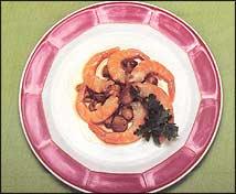 Ensalada de pasta fresca y langostinos